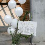 Białe balony dekoracyjne
